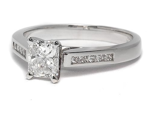 White Gold 0.90 Radiant cut Diamond Ring