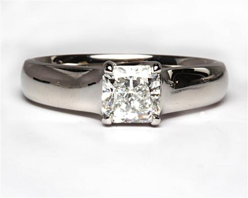 Platinum 0.93 Radiant cut Diamond Solitaire Rings