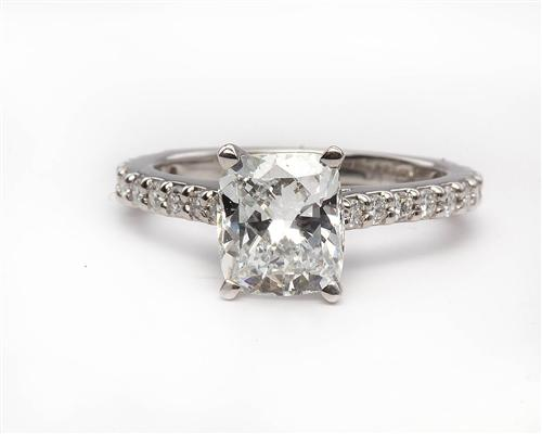 Platinum 1.52 Cushion cut Engagement Ring Side Stones